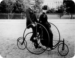 coppia in bicicletta