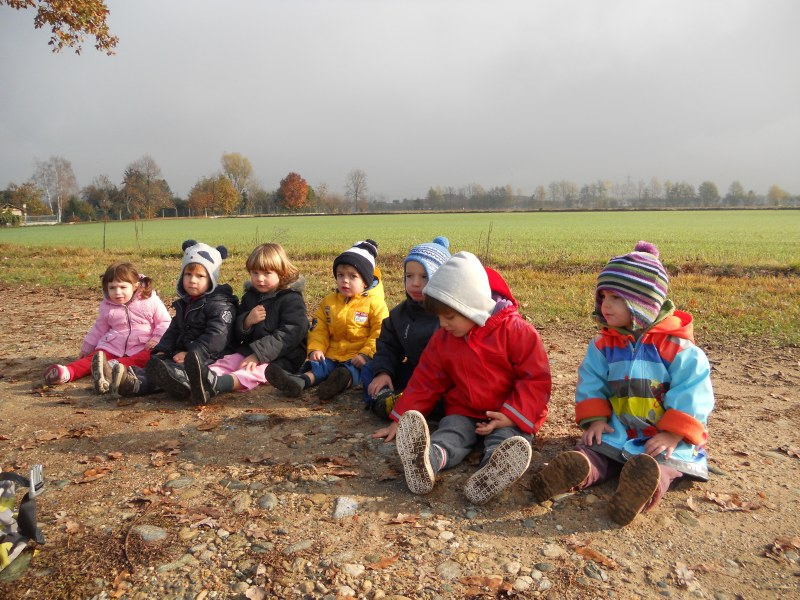 "bambini in campagna nell'agriasilo ""La Piemontesina"""
